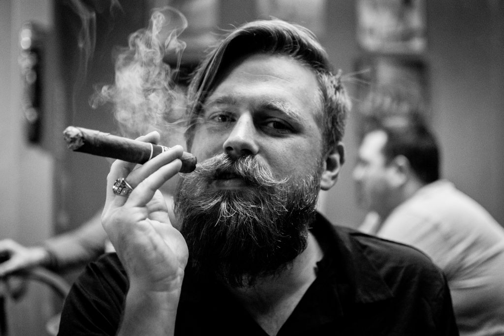 Grayscale Portrait Photography Of Person Smoking Cigar - Najlepszy Olejek Do Brody - Moje Zdanie